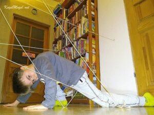 przeszkody lasery zabawa dziecko - masza grander kogel mogel blog